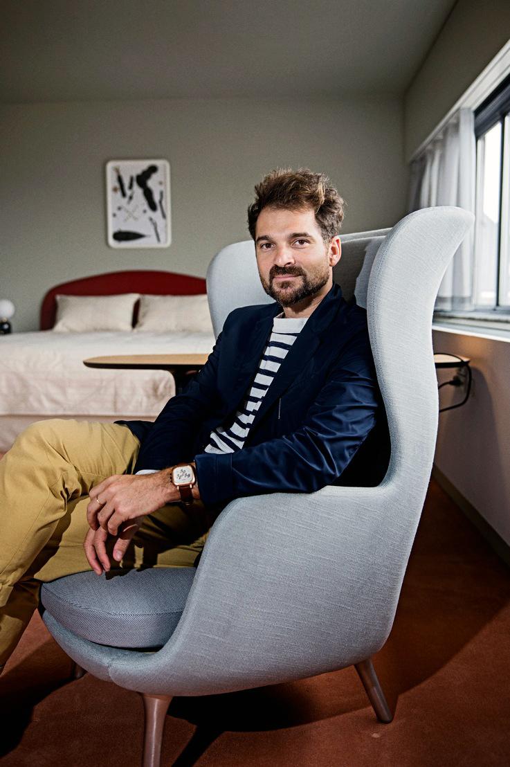 Jaime Sitting