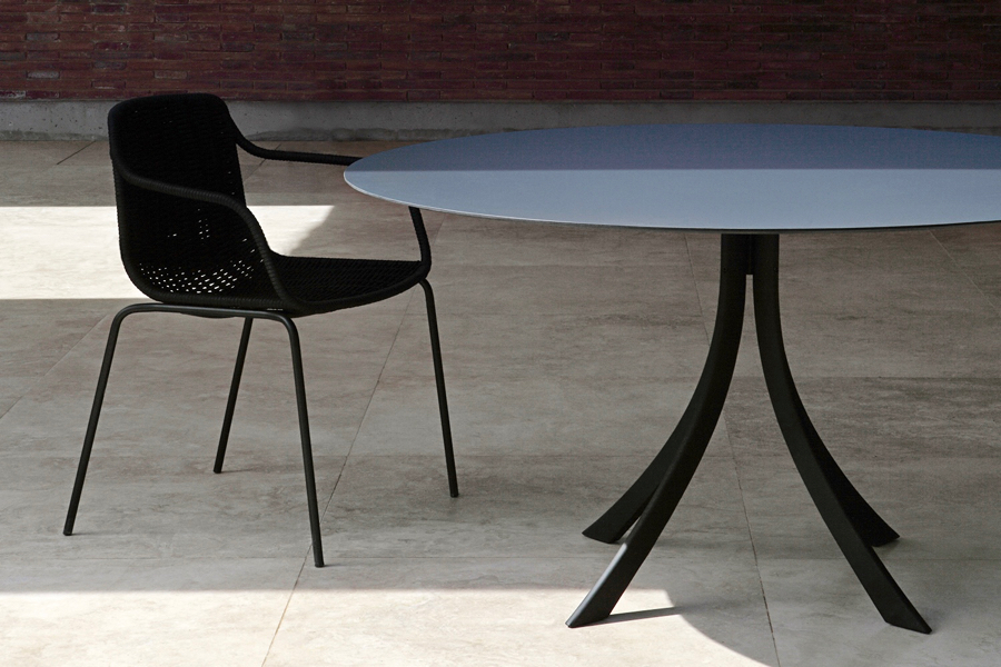 kezu-blog-lievore-altherr-molina-4-falcata-table-1