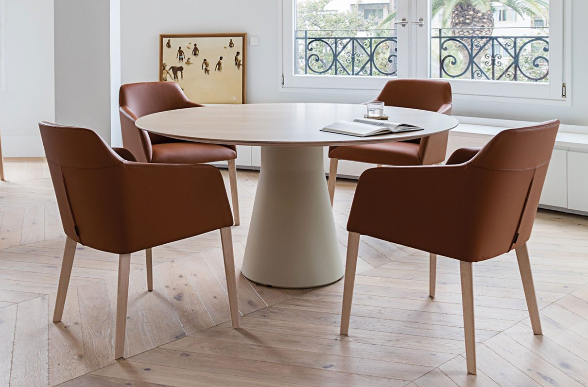The Versatile Reverse Table from Andreu World