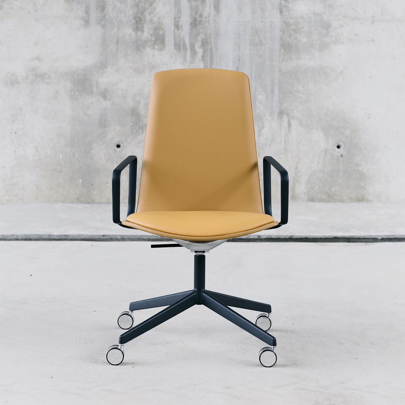 LOTTUS CONFERENCE CHAIR