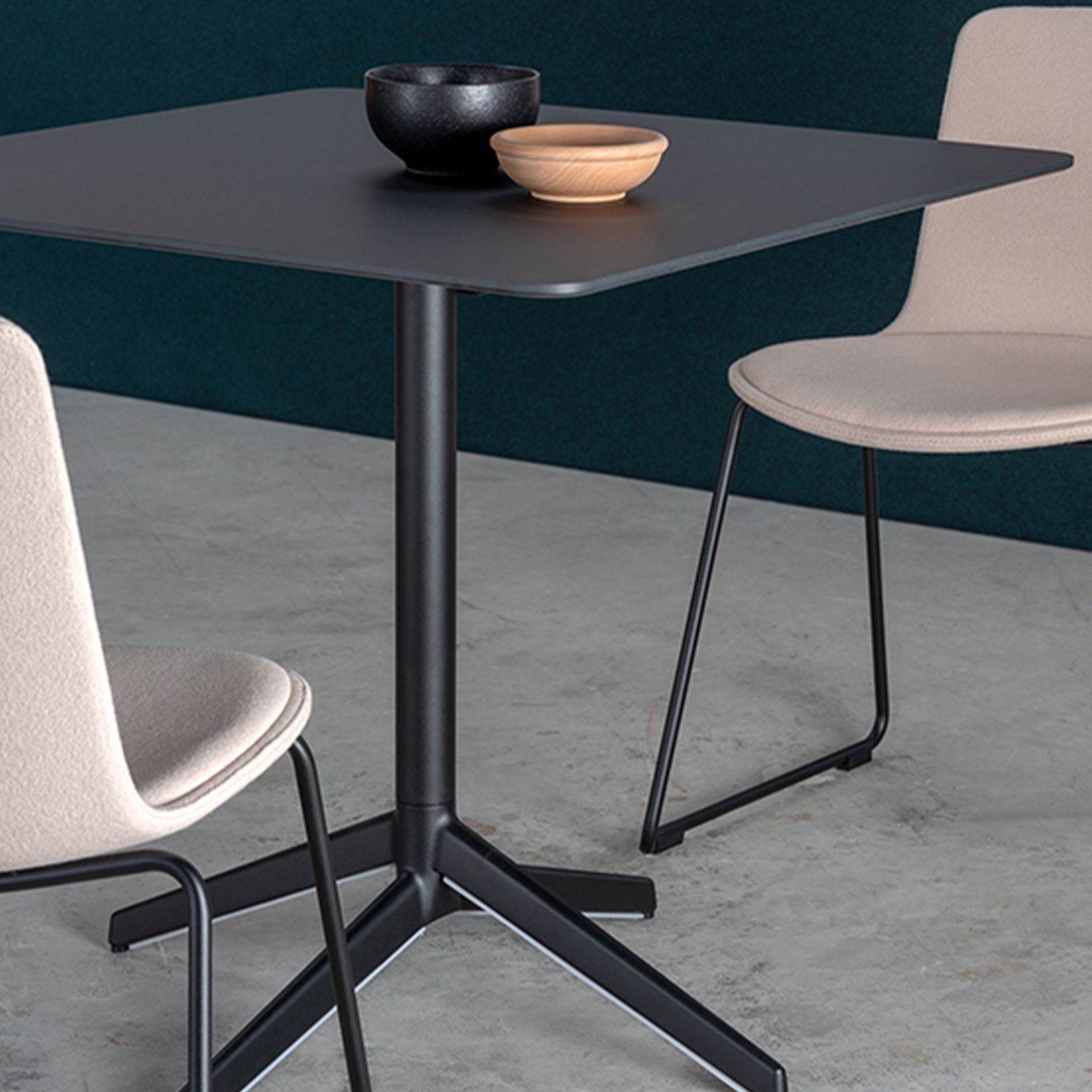 PILE DINING TABLE