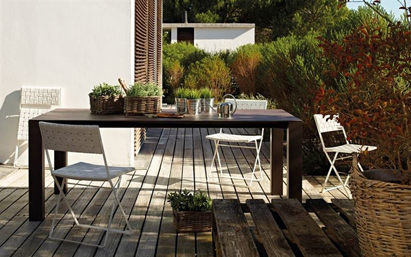 AW's Wind Table with Brisa chairs